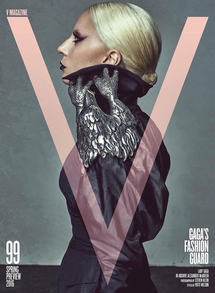 Lady Gaga veste Alexander McQueen